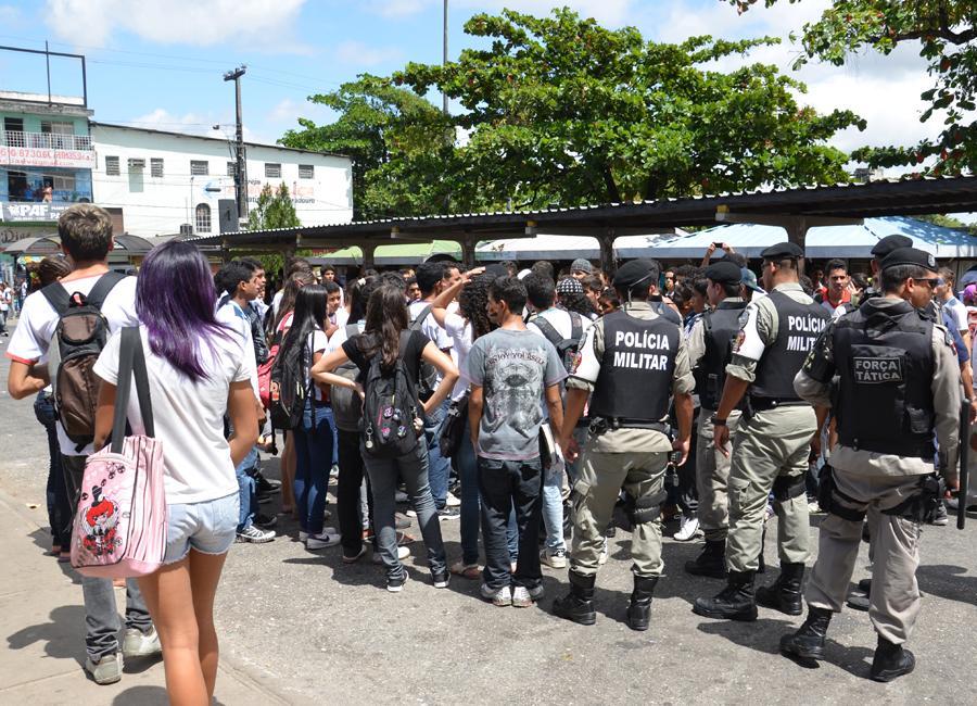 Após tumulto, policiais e estudantes conversaram no Terminal de Integração de João Pessoa