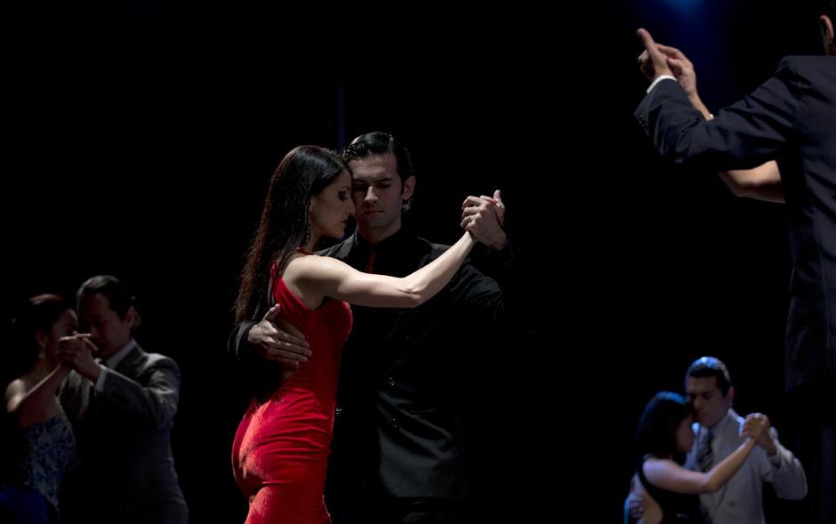 A capital argentina celebra este mês a Copa do Mundo de Tango 2012, que teve início na última terça-feira (14) e vai até a semana que vem. O evento disputado por centenas de casais oferece gratuitamente mais de 500 aulas da dança argentina.
