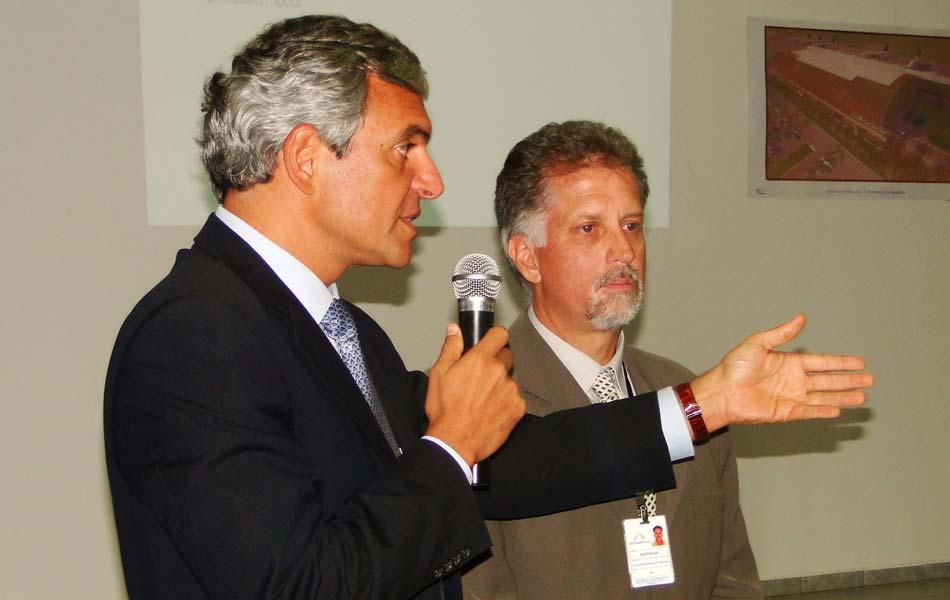 Antonio Droghetti, da Inframerica, e Ibernon Martins, superintendente do aeroporto falam sobre as obras do terminal de passageiros de São Gonçalo do Amarante, RN