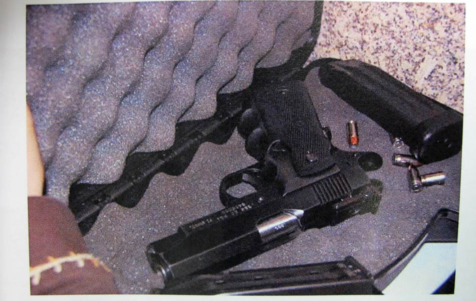 """Laudo: """"Em seguida, guarda a arma em seu case"""", aponta o laudo."""
