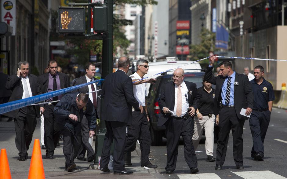 Reforço policial chega à cena do tiroteio