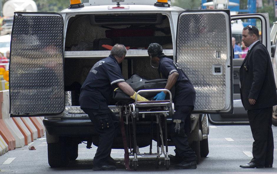 Corpo de vítima é retirado do local