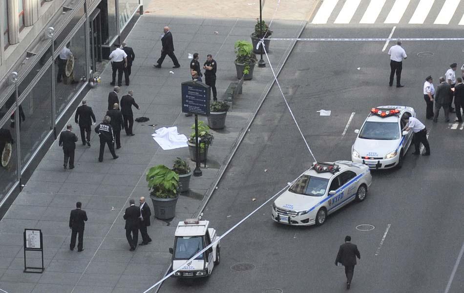 Policiais isolam área de tiroteio em frente ao Empire State, em Nova York