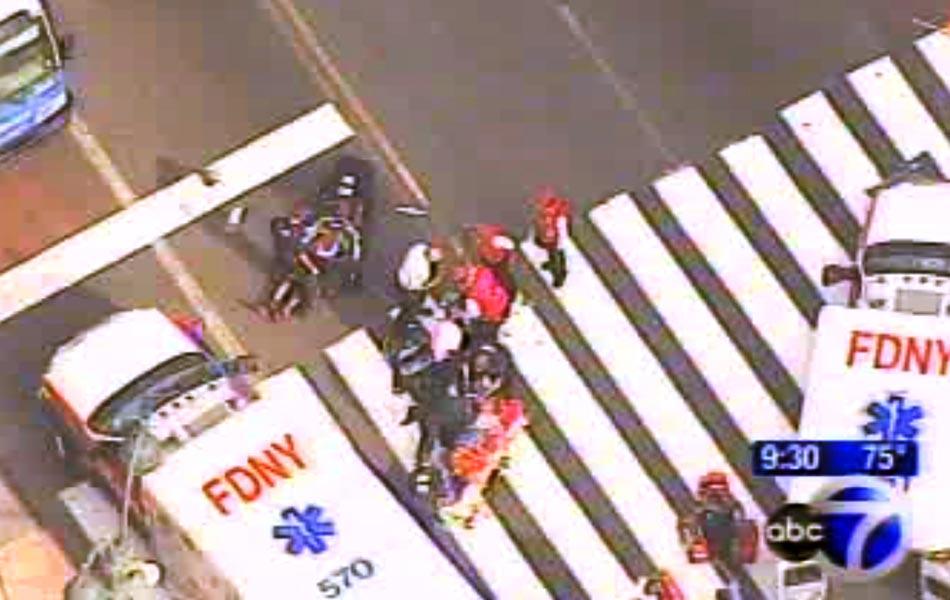Imagens da emissora ABC mostram movimentação em local de tiroteio, na frente do Empire State, em Manhattan