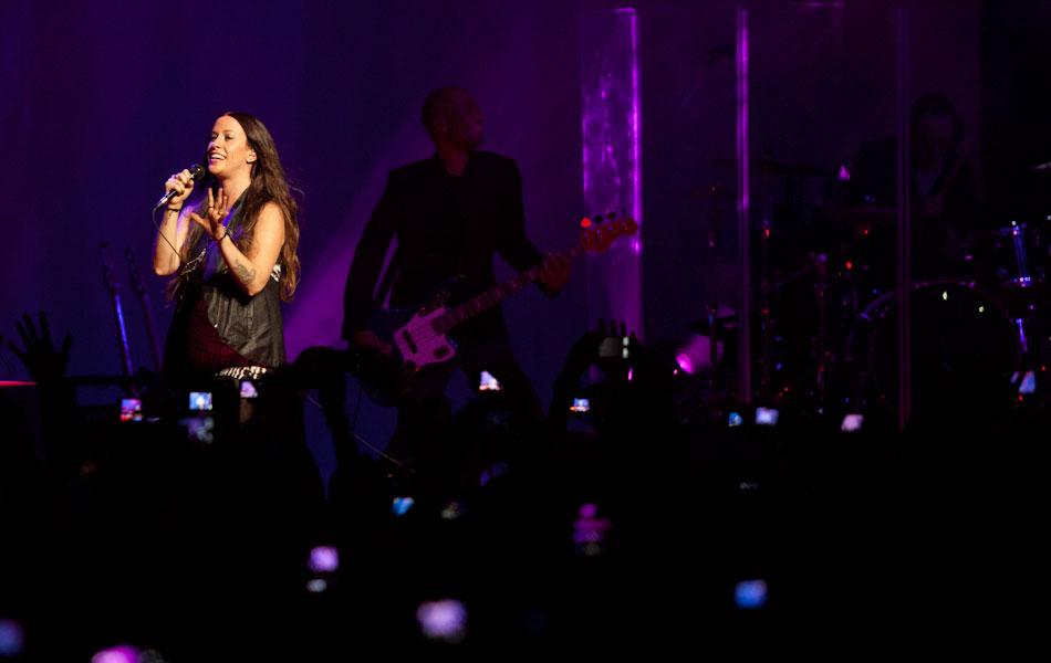 A cantora canadense Alanis Morissette durante sua apresentação neste domingo em São Paulo, onde fez o primeiro dos oito shows de sua nova turnê pelo Brasil.