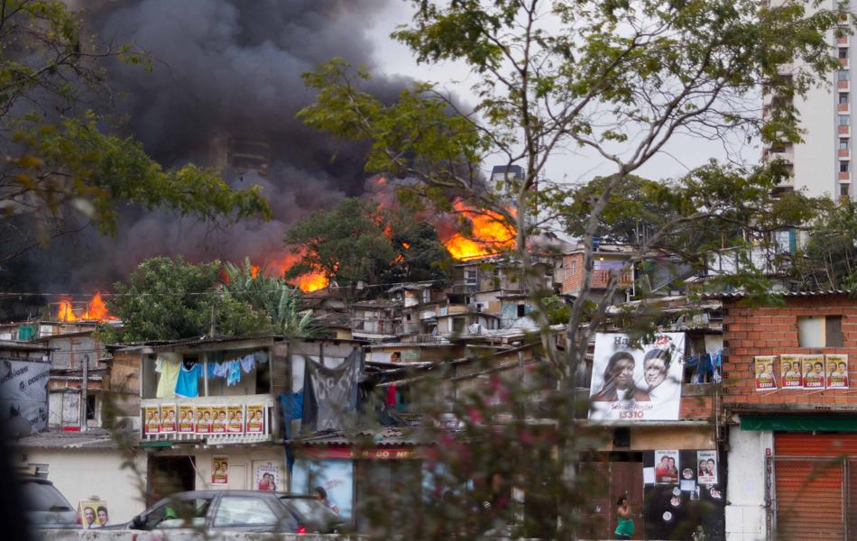 Bruno passava na Avenida Jornalista Roberto Marinho quando viu o incêndio