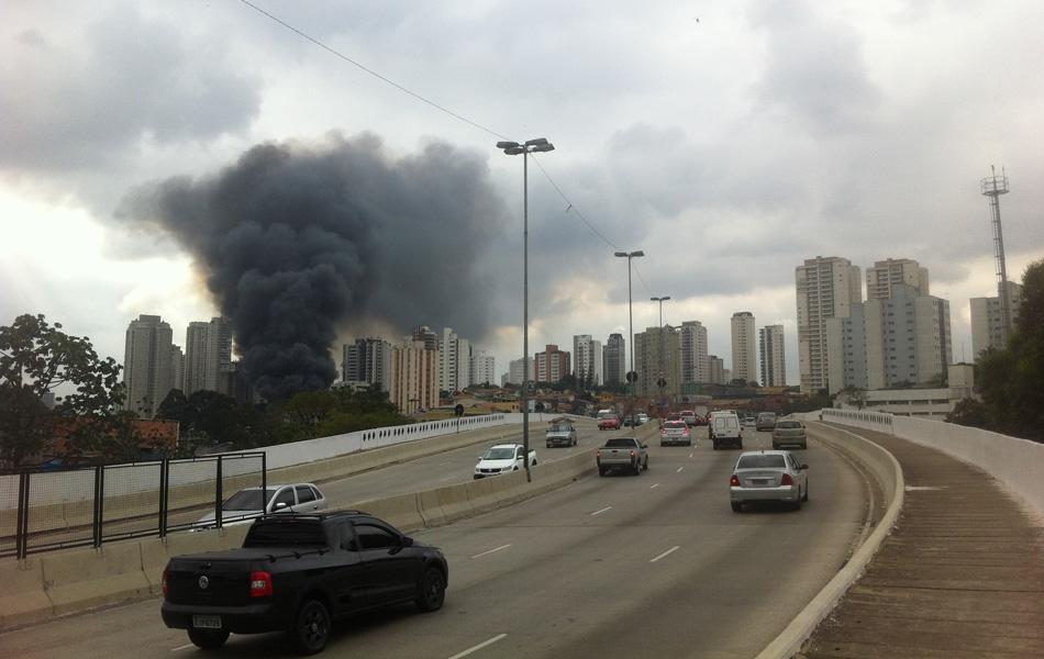 Paulo Fernandes fotografou o incêndio próximo ao Aeroporto de Congonhas