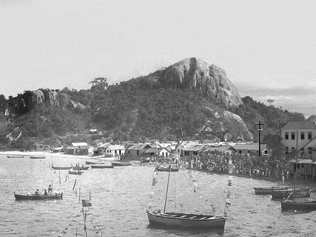 Imagem antiga da Praia do Suá