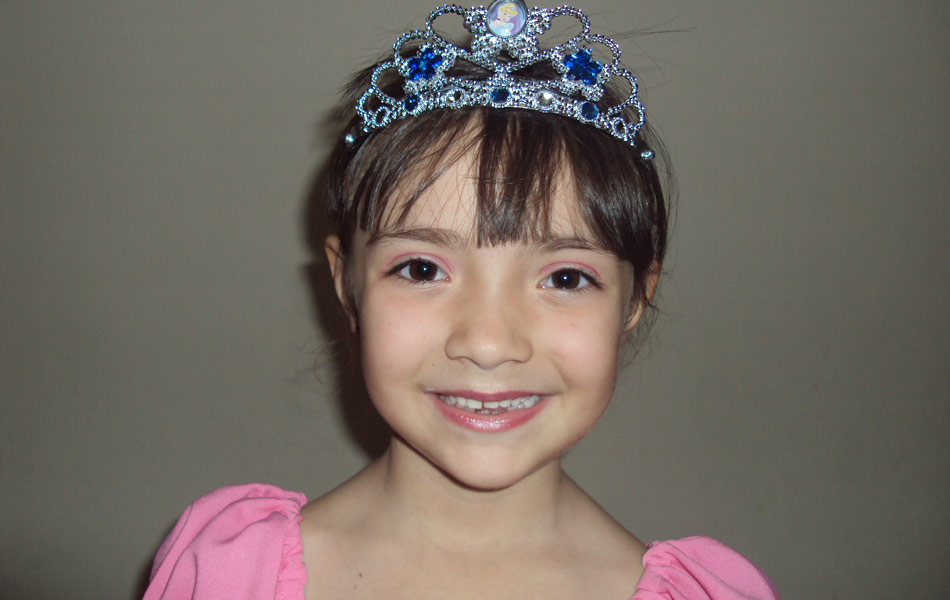 Amanda Frisa Pereira completou seis anos em  22/05. Faz aula de balé e quer ser uma bailarina o futuro