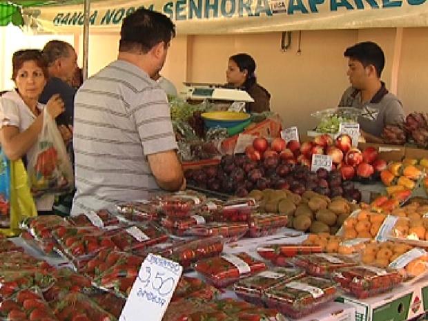 Frutas e verduras nas feiras de Rio Preto estão mais baratas e com melhor qualidade