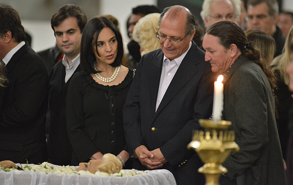 Governador do estado de São Paulo, Geraldo Alckmin, vai ao velório de Hebe com a mulher, Lu Alckmin