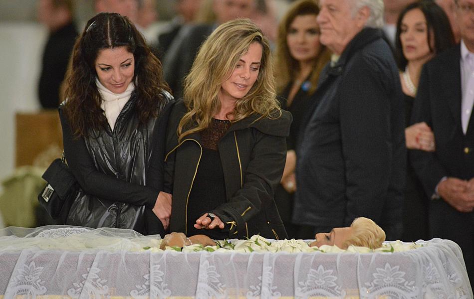 A jornalista Ana Paula Padrão e a atriz Bruna Lombardi foram ao velório da apresentadora Hebe Camargo no Palácio dos Bandeirantes, sede do governo do estado de São Paulo
