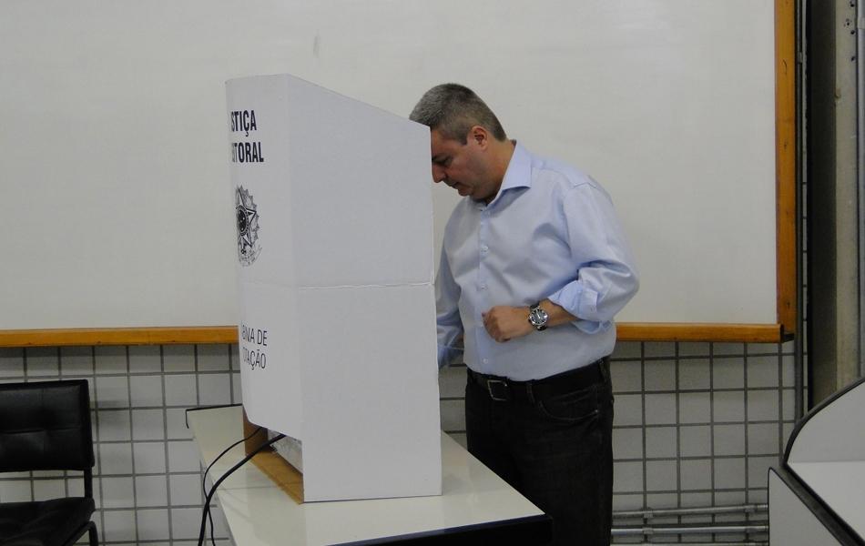 Governador Antonio Anastasia votou na Região Centro-Sul de Belo Horizonte
