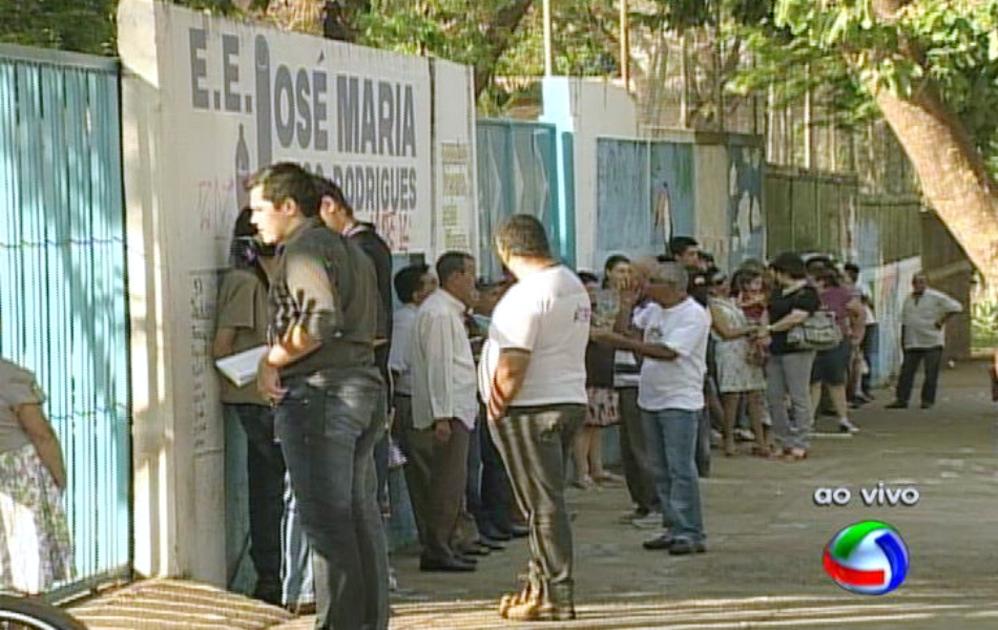 Maior local de votação  na capital, a Escola José Maria Hugo Rodrigues, no bairro Mata do Jacinto em Campo Grande, MS