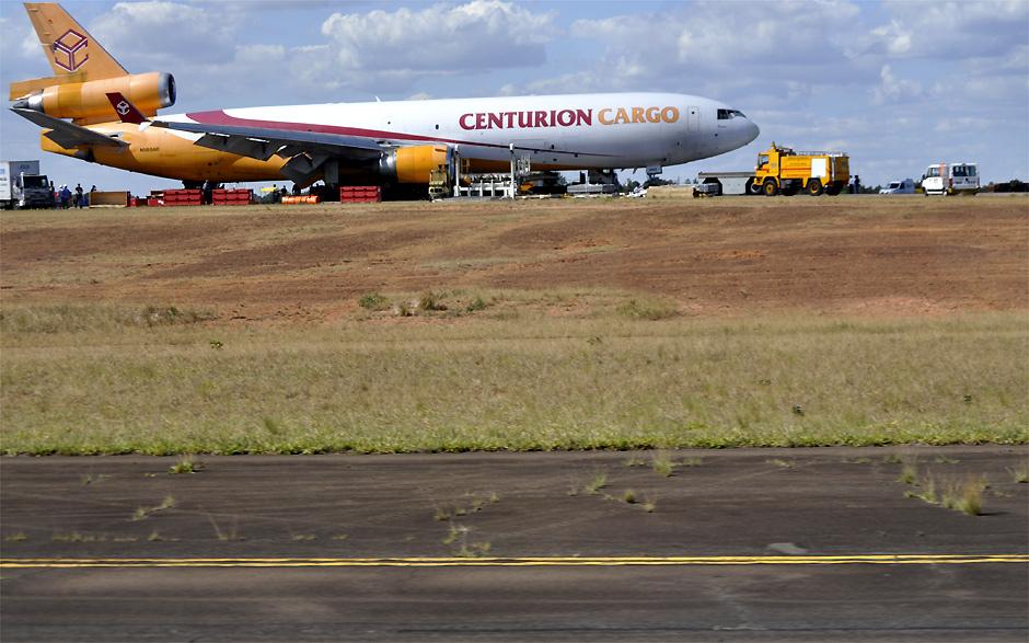 Avião cargueiro da Centurion Cargo interditou a única pista do Aeroporto Internacional de Viracopos em Campinas (SP)