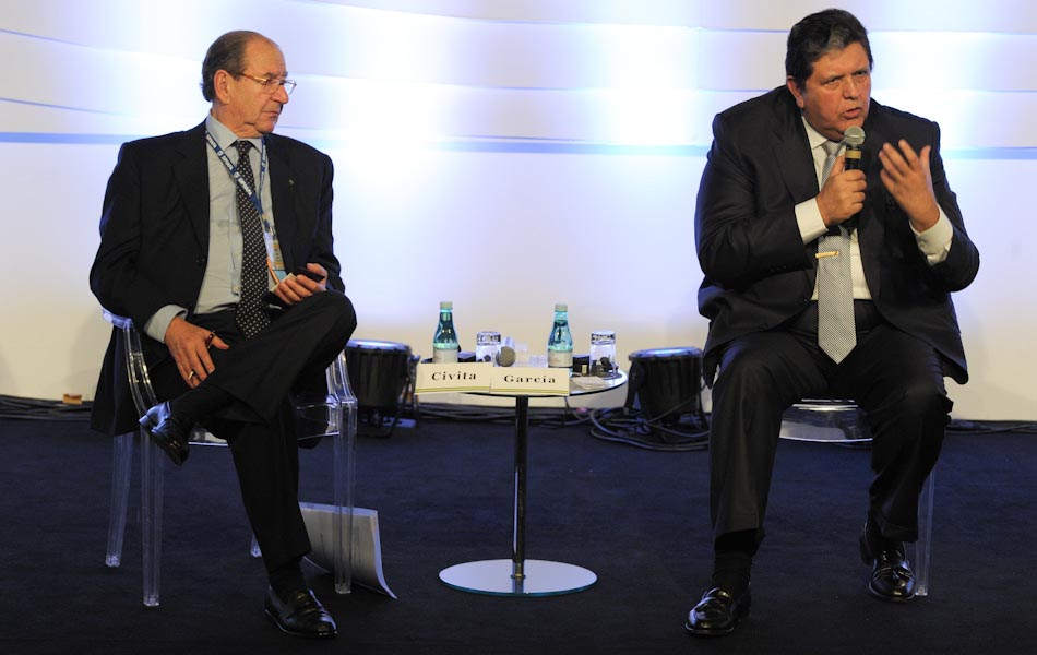 15 de outubro - Roberto Civita da editora Abril e Alan García, ex-presidente Peru