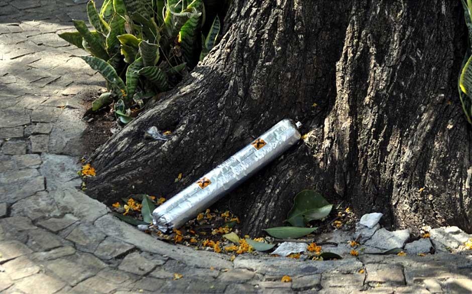 Falsa bomba encontrada ao lado de um supermercado em Campinas (Foto:Luciano Calafiori/G1)