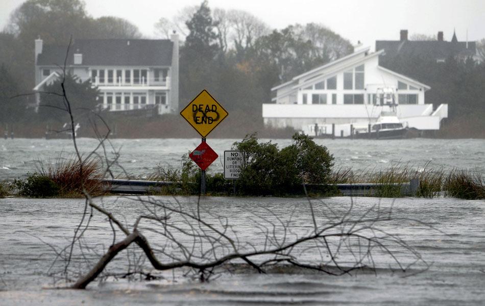 29 de outubro - Região inundada com a aproximação do furacão Sandy em Moriches Center, Nova York