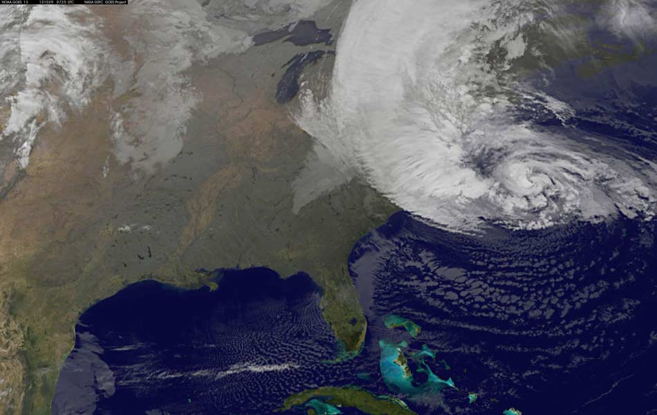 30 de outubro - Imagem de satélite mostra Sandy sobre a Costa Leste dos EUA