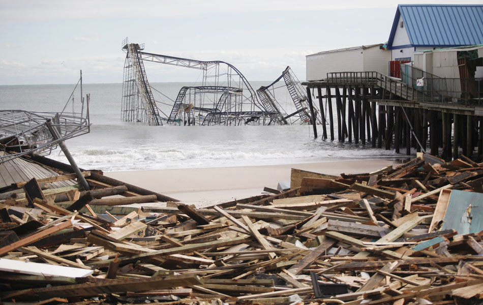 1° de novembro - Foto mostra parque de diversões destruído pela passagem da tempestade Sandy em Seaside Heights, Nova Jersey.
