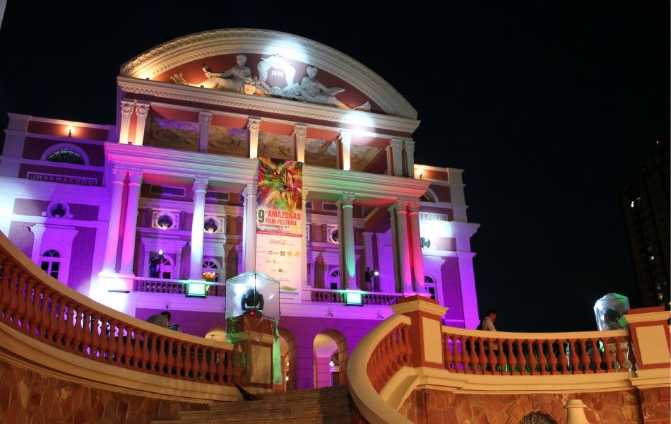 Noite de abertura do Amazonas Film Festival levou muitos famosos para o Teatro Amazonas, em Manaus