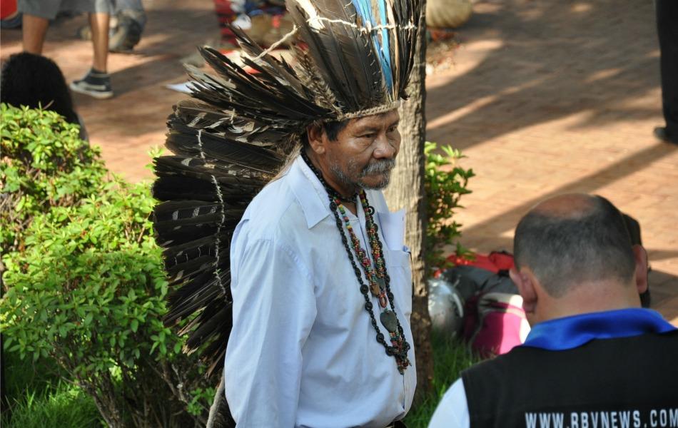Cacique da etnia terena vai ao protesto para dar apoio aos guarany-kaiwá