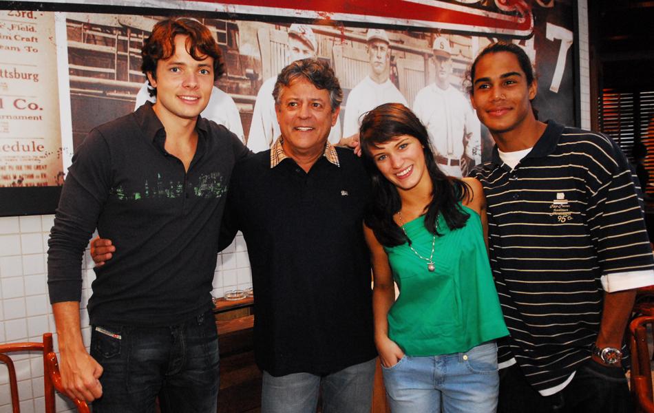 Diretor durante apresentação da temporada de 'Malhação' em 2008, com Daniel Dalcin, Bianca Bin e Micael Borges