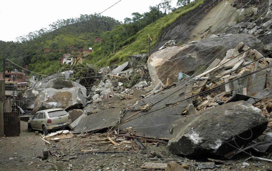 Estrago causado por deslizamento em Nova Friburgo