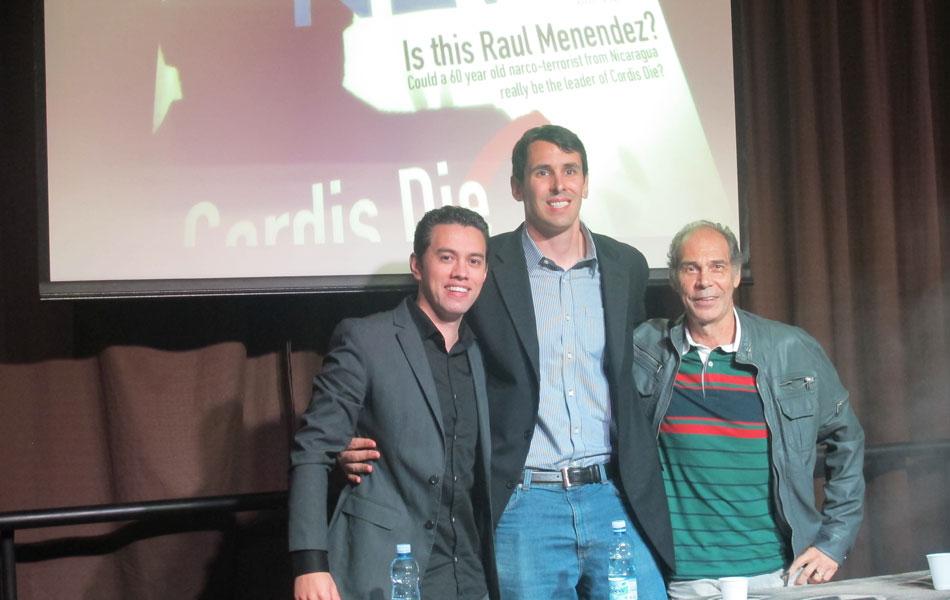 Max Morais, gerente de mercado da Activision (à esq.), Scott Ryan, responsável pela marca 'Call of Duty' (ao centro) e Carlos Seidl falaram aos fãs em São Paulo