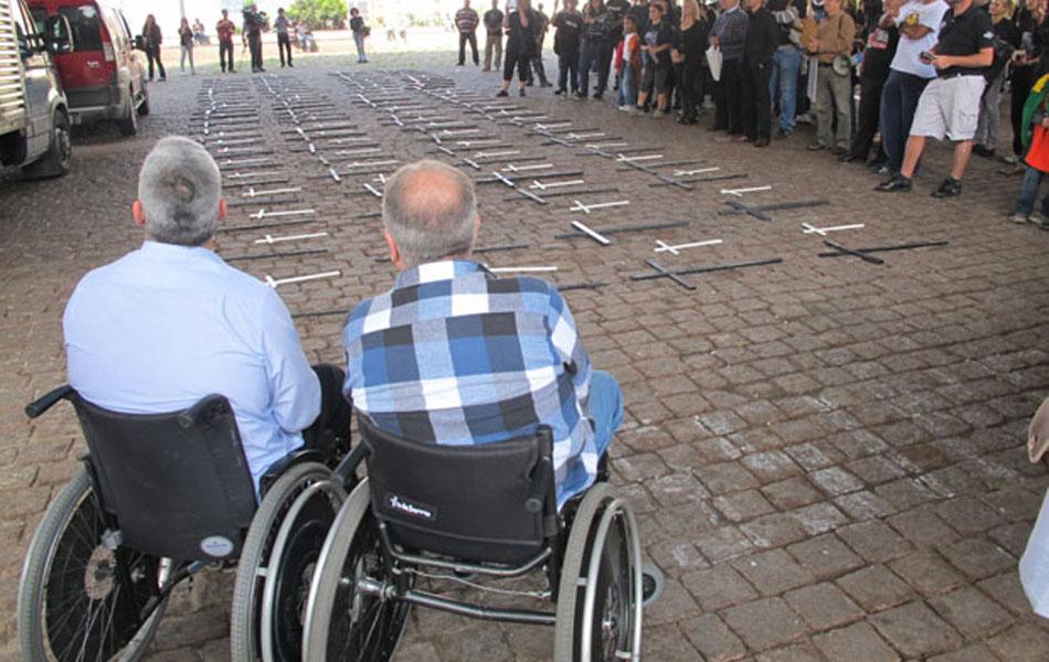 Manifestantes se mobilizaram no vão do Masp nesta quinta-feira (15)