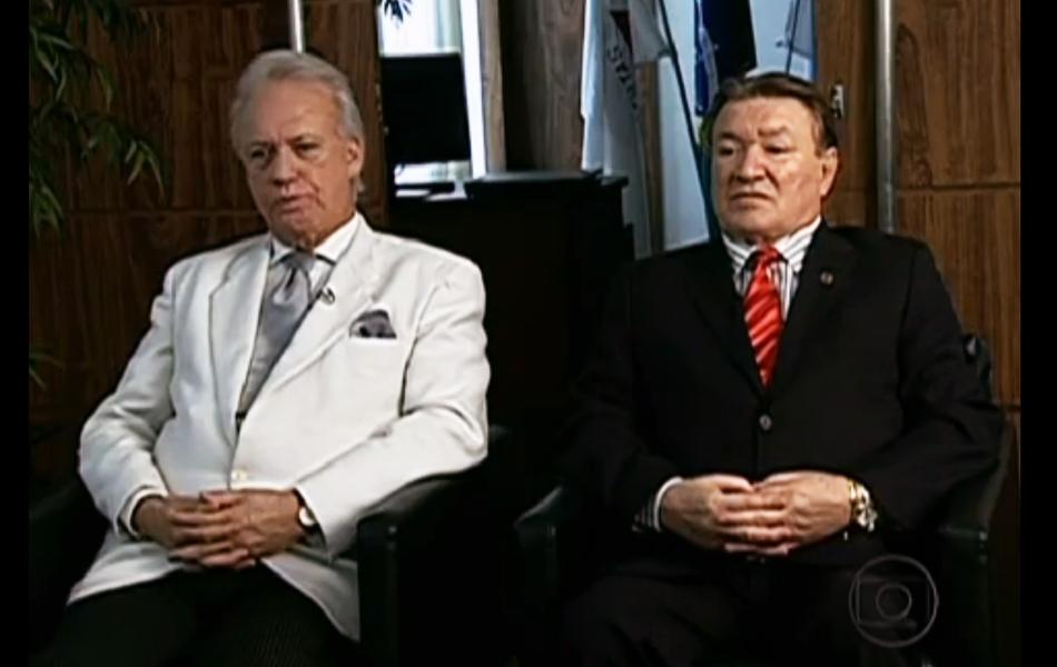 11.nov.2012 - À esquerda, o advogado de Bruno, Rui Pimenta, e à direita, o assistente de acusação, José Arteiro Lima, antecipam debate entre acusação e defesa, esperada para o fim do júri popular