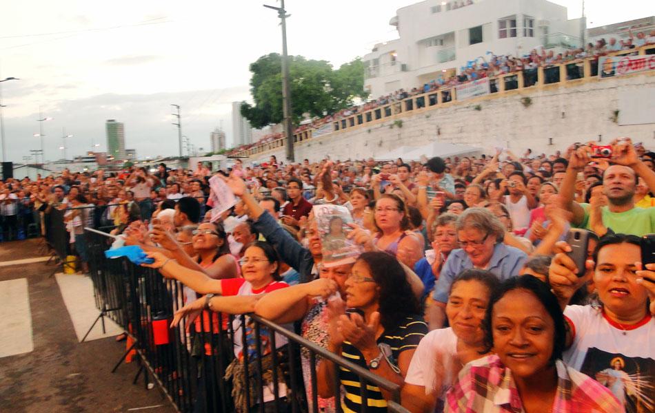 Multidão acompanhou missa na Pedra do Rosário, em Natal
