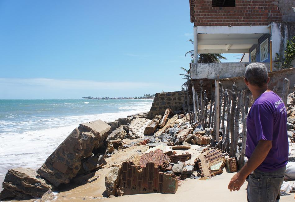 Baía da Traição está com pelo menos 66 casas danificadas por conta do avanço do mar na Paraíba