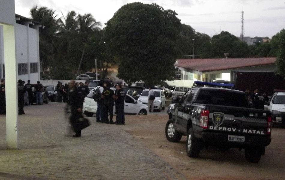 Concentração dos policiais civis começou ainda na madrugada desta quinta-feira (6) na sede da Degepol, em Natal