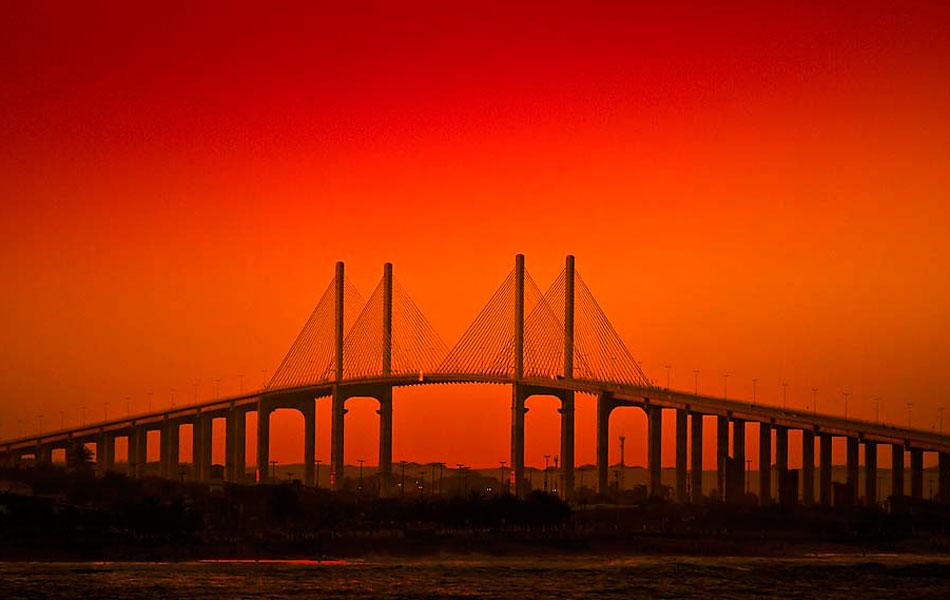 Ponte Newton Navarro, em Natal, é considerada a mais alta estrutura estaiada (suspensa por cabos) do país