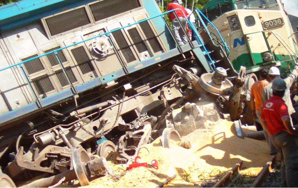 Vagões descarrilam e provocam grande acidente em São Vicente, SP