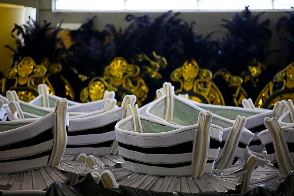 Fantasias leves marcam o carnaval da União da Ilha.