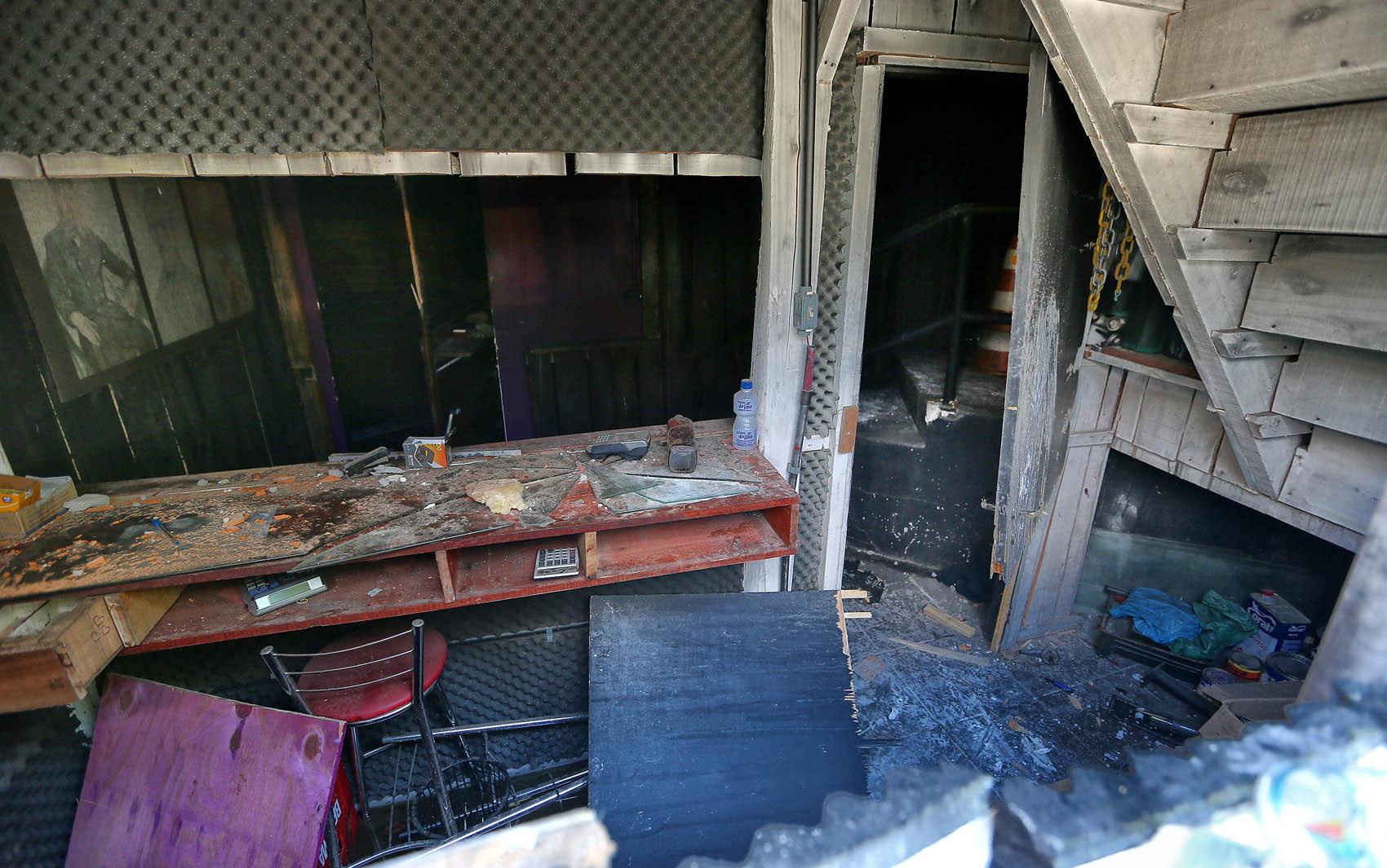 Interior da boate após tragédia na madrugada de domingo (27)