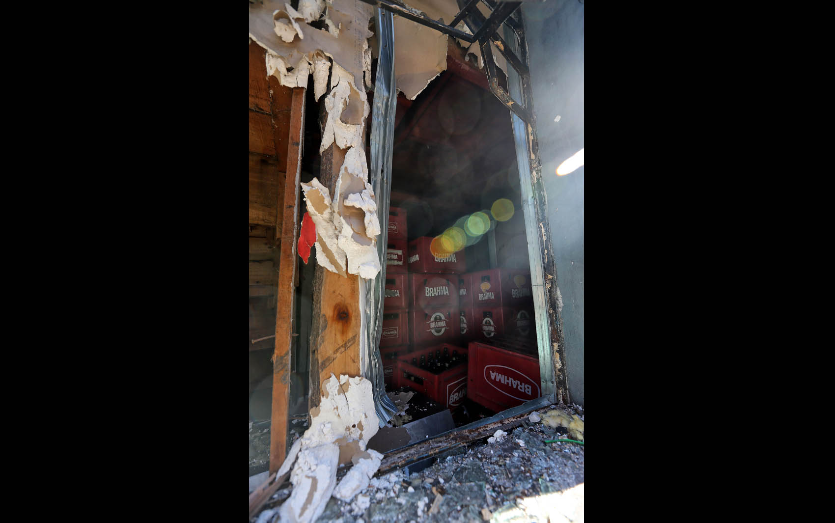 bebidas no interior da boate incendiada em Santa Maria