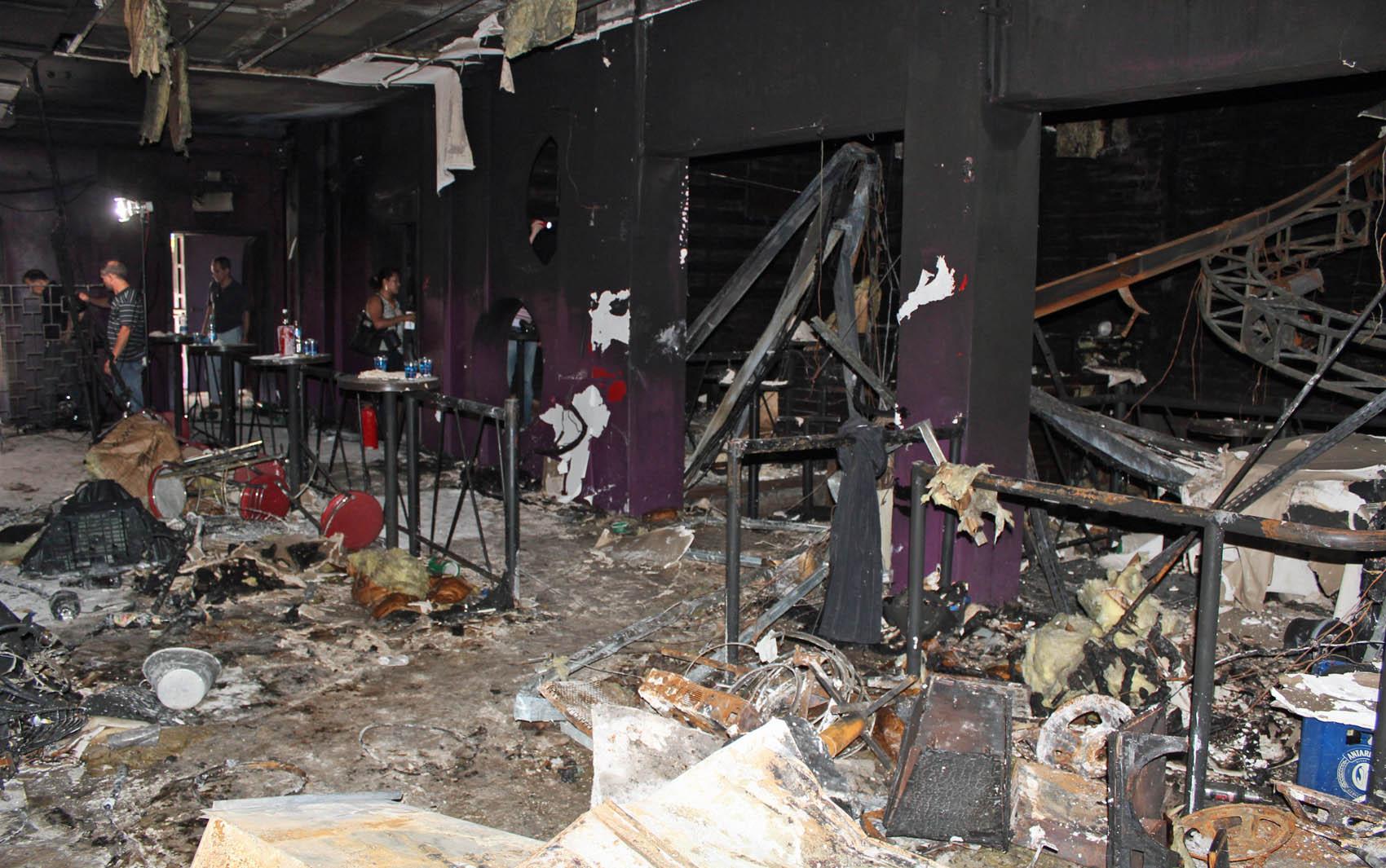 Foto divulgada pela polícia nesta terça (29) mostra o interior da boate Kiss destruído após tragédia