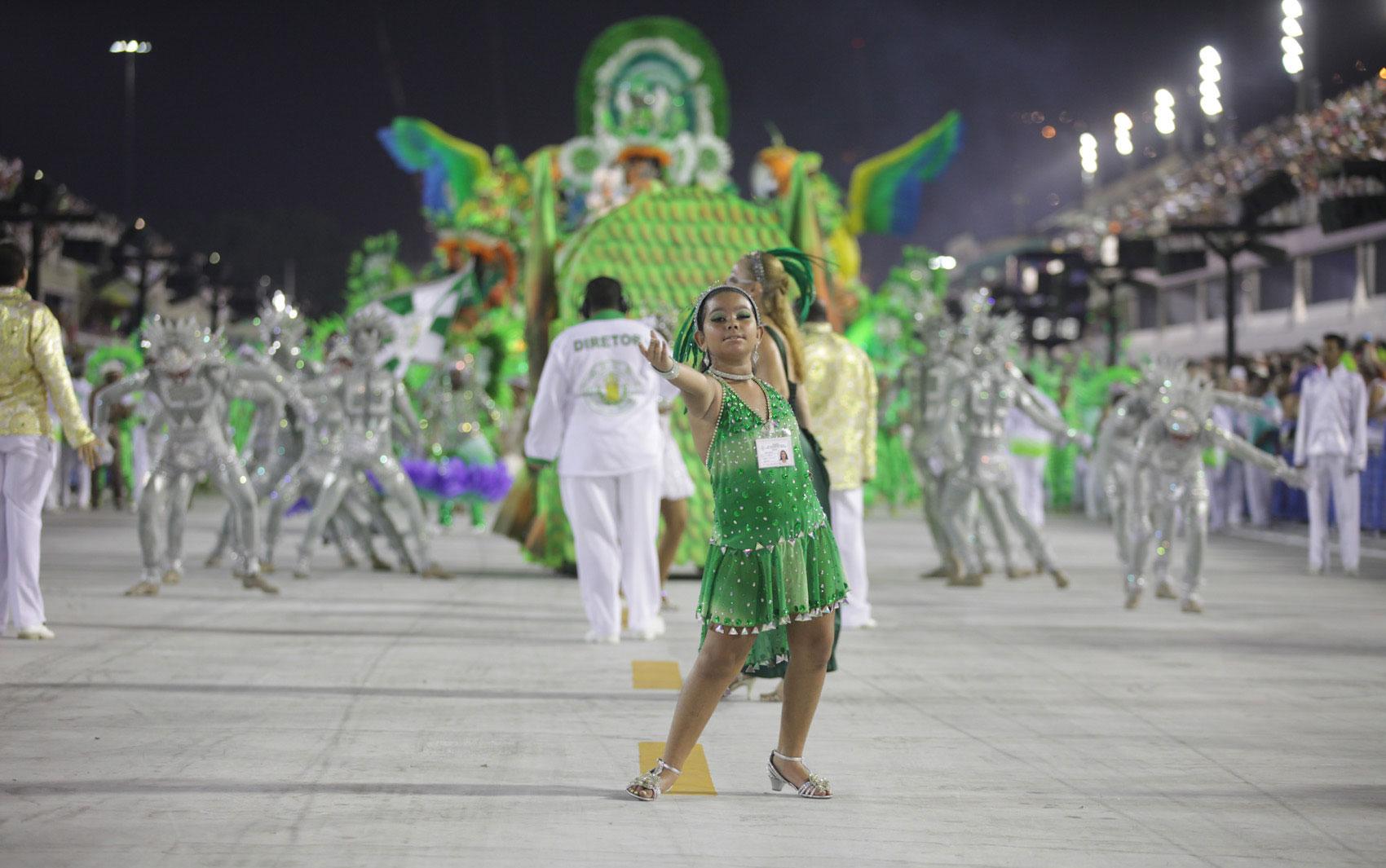 Acadêmicos de Santa Cruz foi a terceira escola da série A a desfilar no Rio de Janeiro