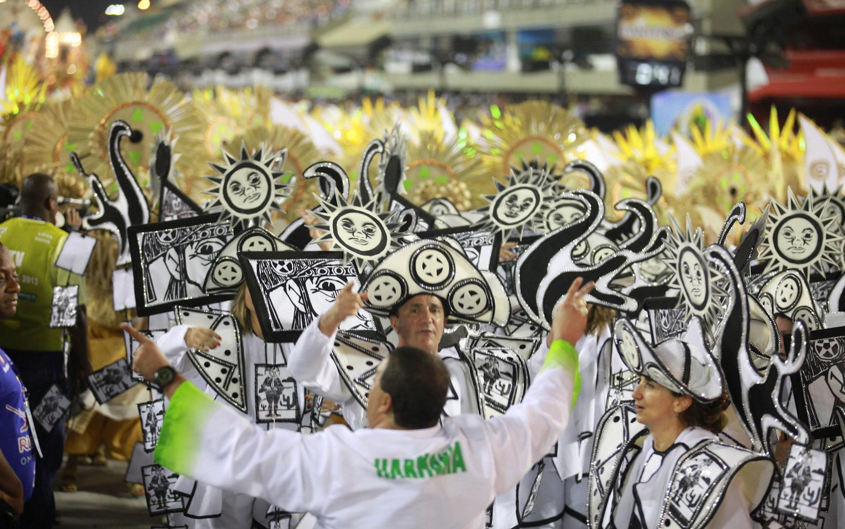 Acadêmicos de Santa Cruz durante desfile na Marquês de Sapucaí