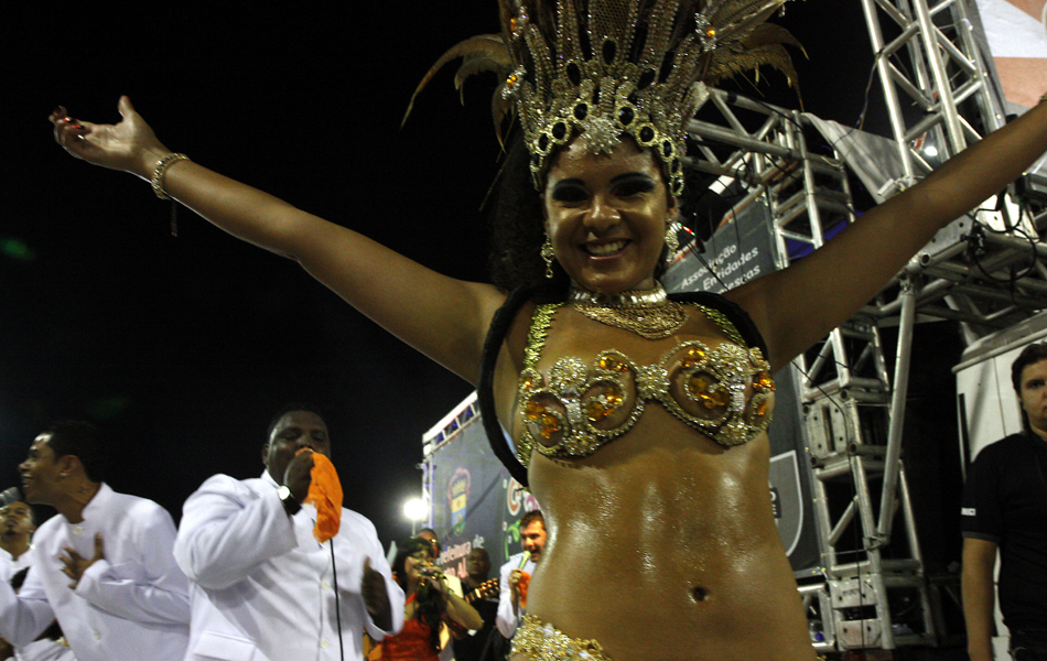 Musas fazem bonito no desfile da Imperatriz Dona Leopoldina, em Porto Alegre