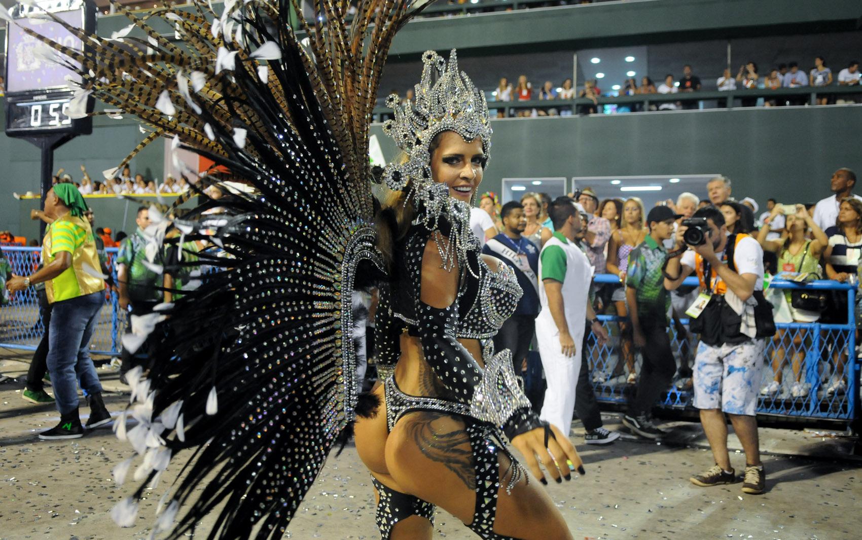 Fantasia usada pelo 'Furacão da CPI' no desfile da Mocidade Independente de Padre Miguel custou mais de R$ 30 mil