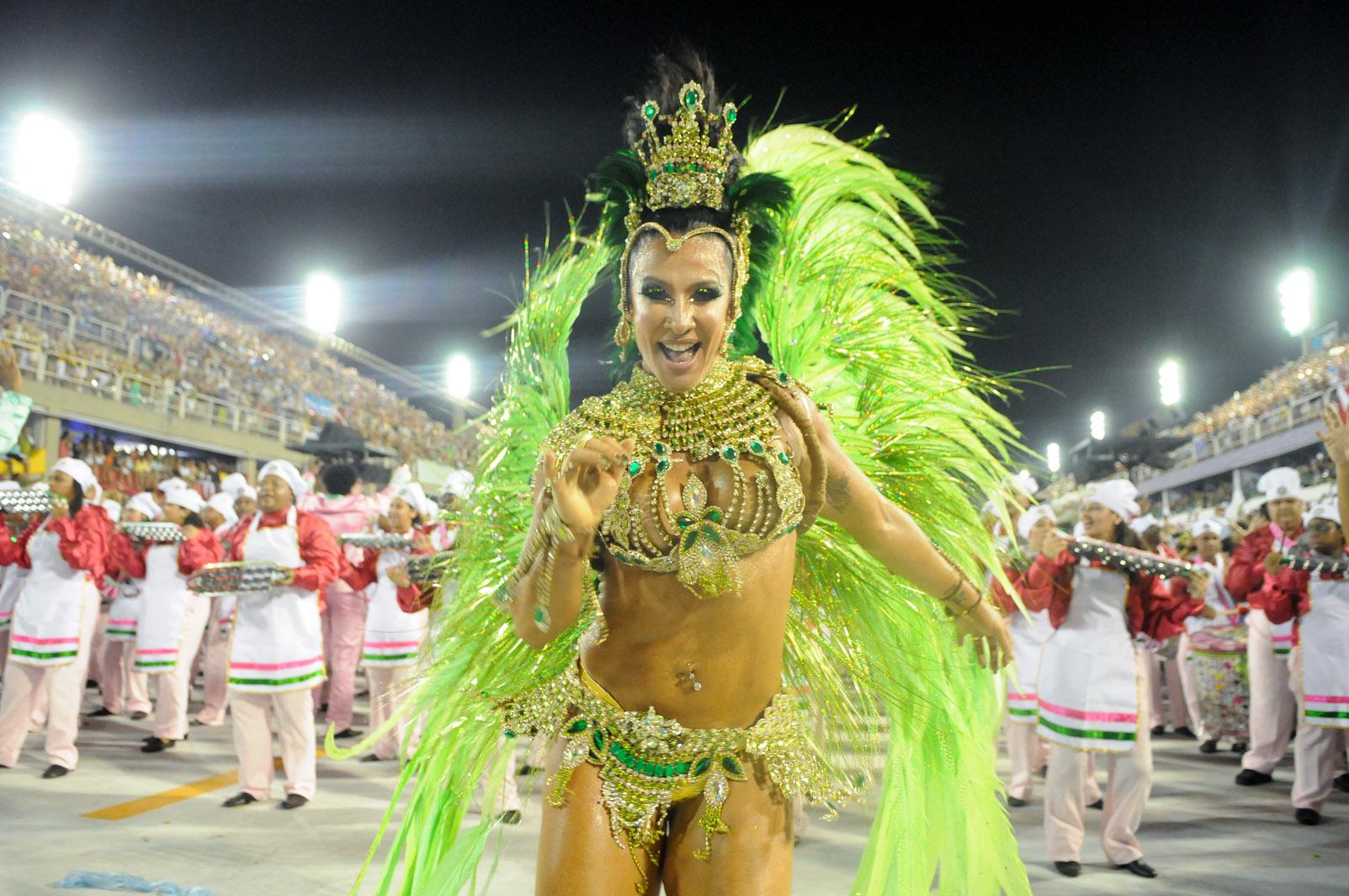 11/2/2013 - Scheila Carvalho, musa da Mangueira