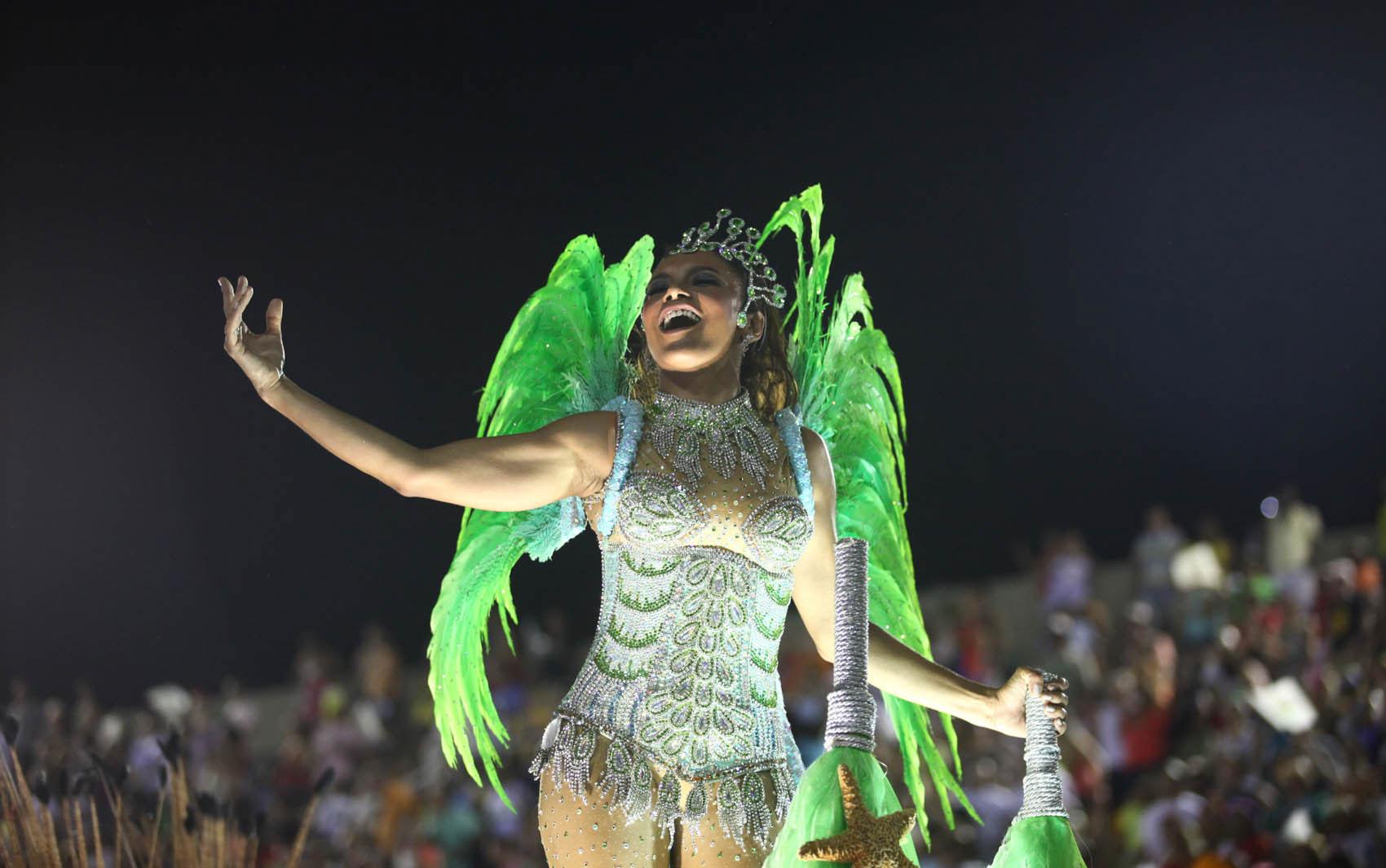 Dira Paes foi destaque em carro alegórico da Imperatriz Leopoldinense, que em 2013 homenageou o estado natal da atriz