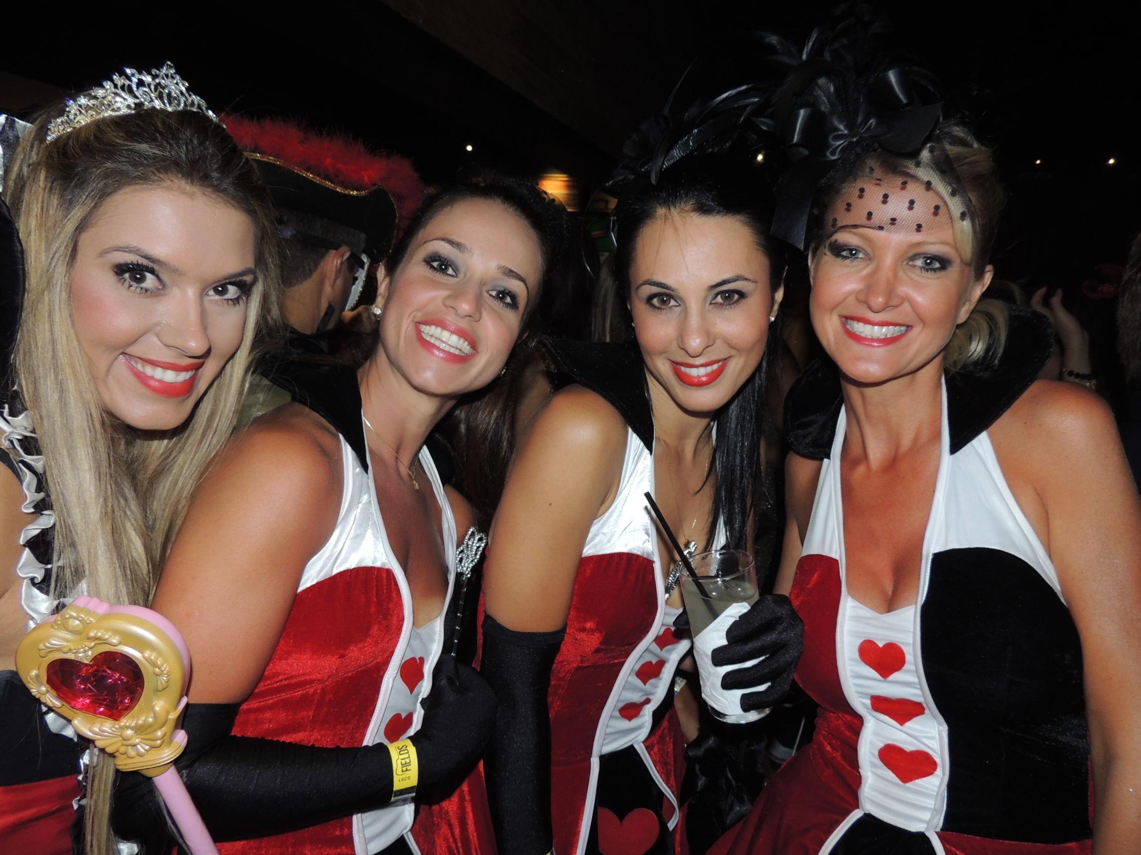 12/2/2013 - Beldades curtem festa sertaneja durante carnaval em Florianópolis