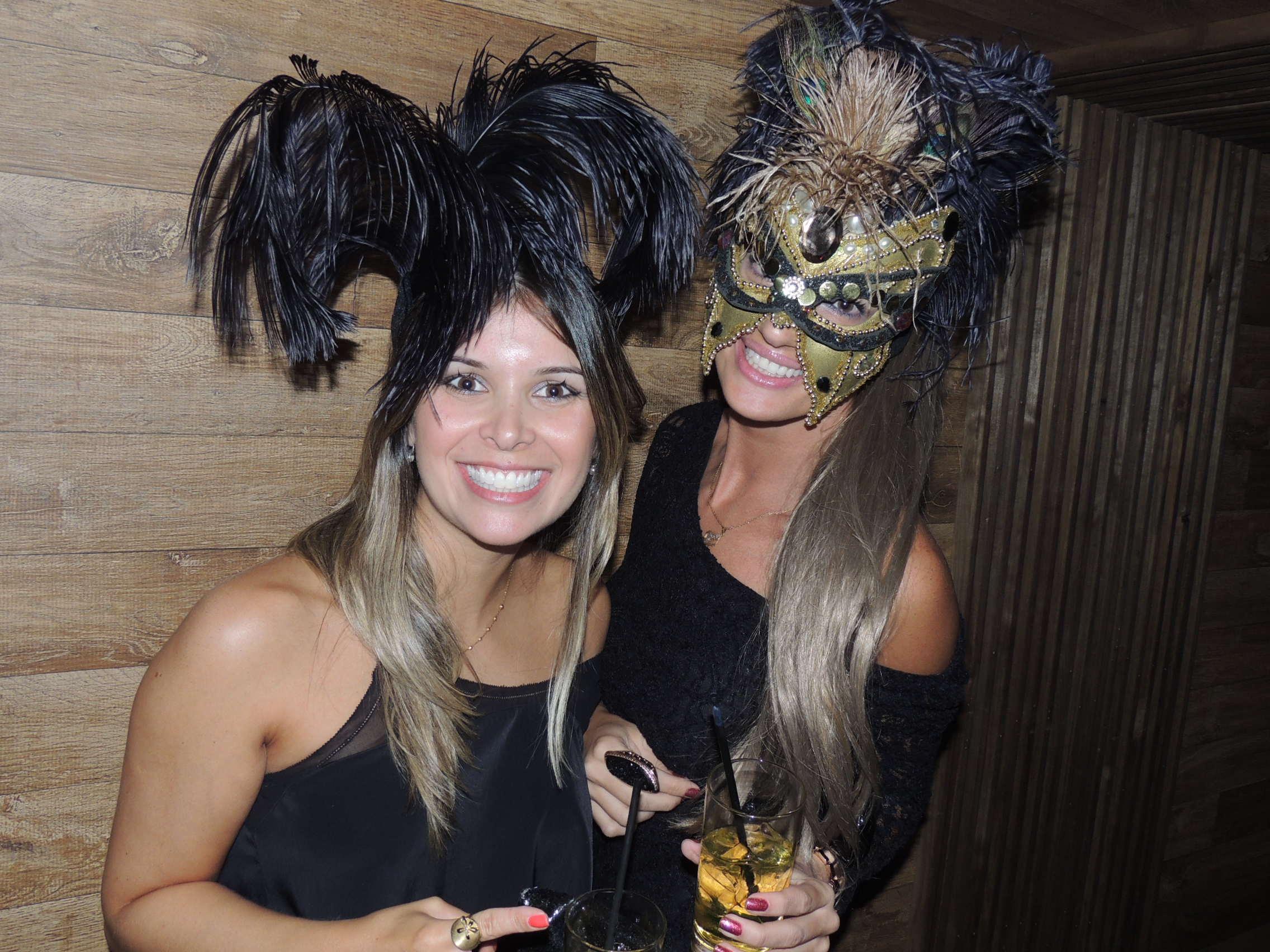 12/2/2013 - Dupla participou de baile de máscaras Em Florianópolis