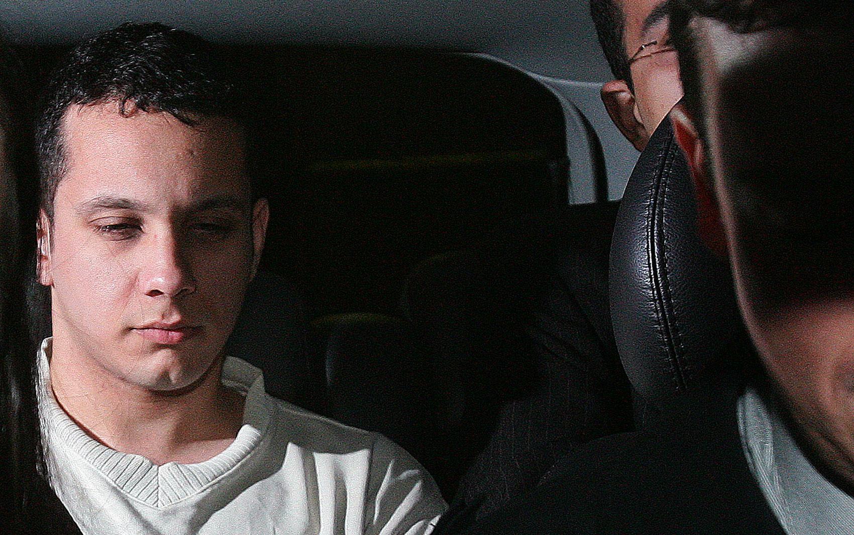 19/4/2006 - Após passar dois anos na prisão, Gil Rugai deixa o Centro de Detenção Provisória (CDP) de Pinheiros, zona oeste de São Paulo, sob a alegação de que ficou preso demasiado tempo sem a perspectiva de um julgamento próximo.