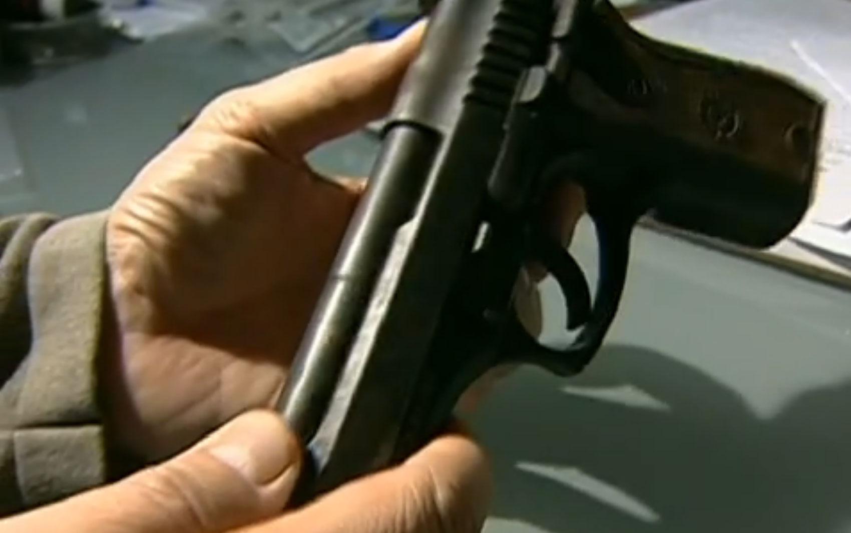 A arma do crime foi encontrada mais de um ano depois, em um prédio onde Gil Rugai tinha um escritório.